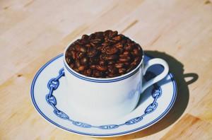 朝早く飲むといけない!?コーヒーを飲むのに適した時間とは?